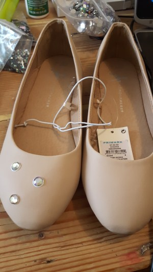 shoe_stoning_1