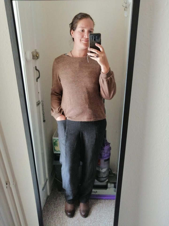 Mirror Selfie of me wearing some heathered grey wool blend trousers, with a beige light sweater knit jumper