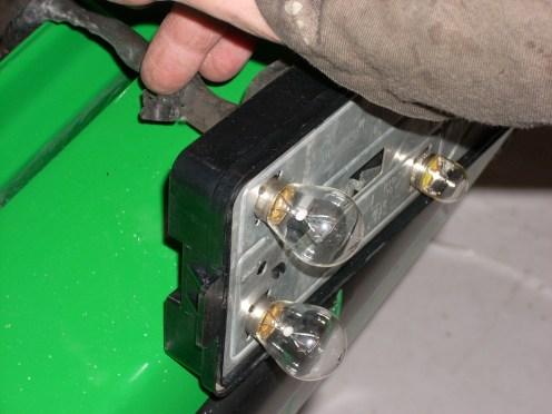 Aan alle twee de lichten zijn de rubbermantels kapot.