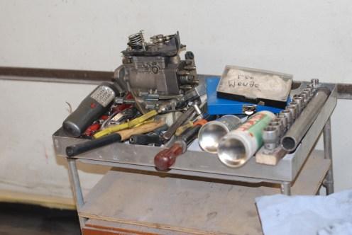 Er is toch heel wat gereedschap nodig om een dieselpomp te wisselen