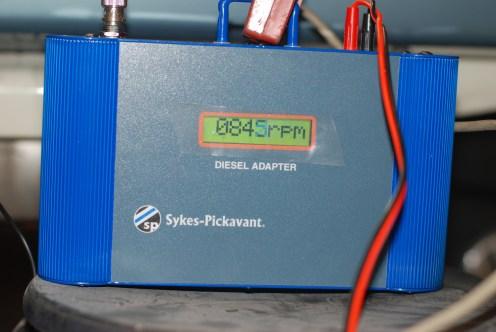 Het stationaire en max. toerental wordt afgesteld.Electronisch via een impulsvoeler op de eerste verstuiver.