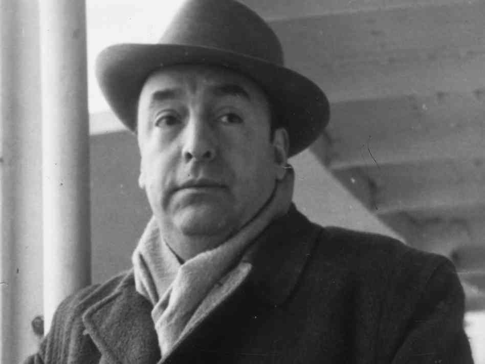 Walking Around Summary by Pablo Neruda
