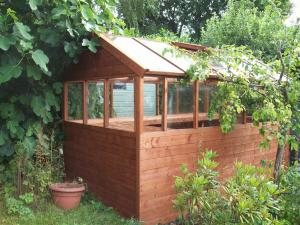 CUSTOM MADE NEWTON GREENHOUSE