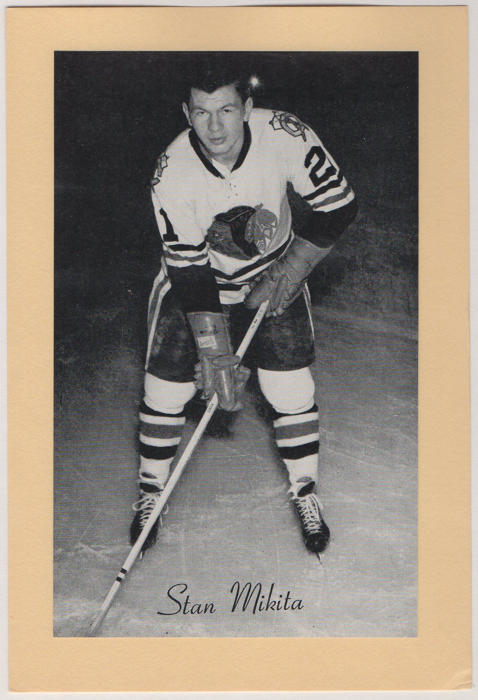 1944-63 Beehive Group II Photos #125 Stan Mikita