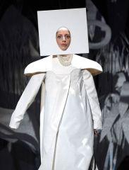 Lady-Gaga-performing-at-the-2013-MTV-Video-Music-Awards-2224884