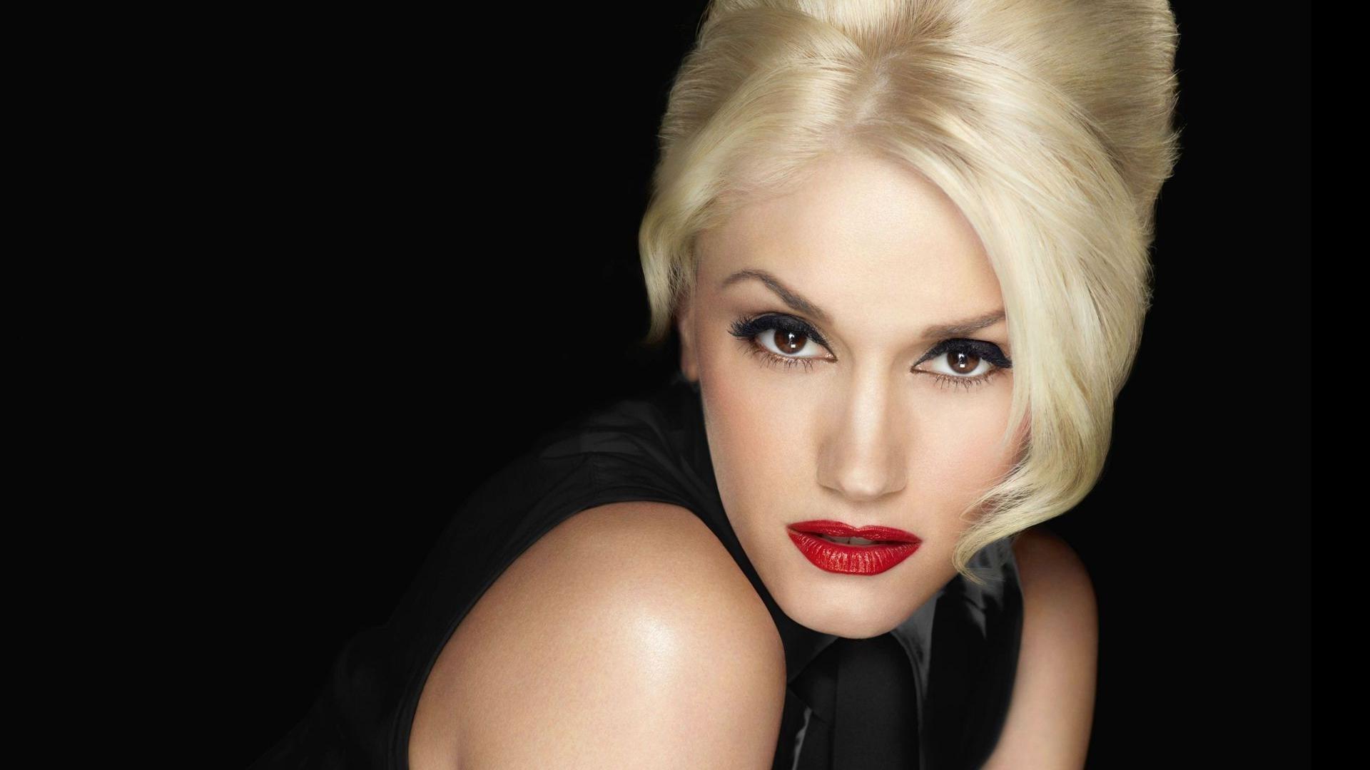 Gwen Stefani Christmas Cd.Gwen Stefani You Make It Feel Like Christmas Xmas Music