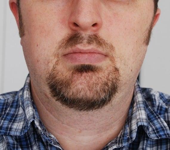 Light full chin goatee in circle shape