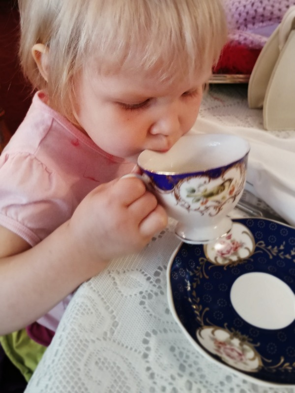 tea-time-at-piccadilly-parlour-with-kids