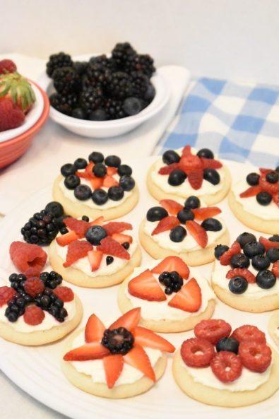 patriotic-red-white-blue-mini-fruit-pizzas