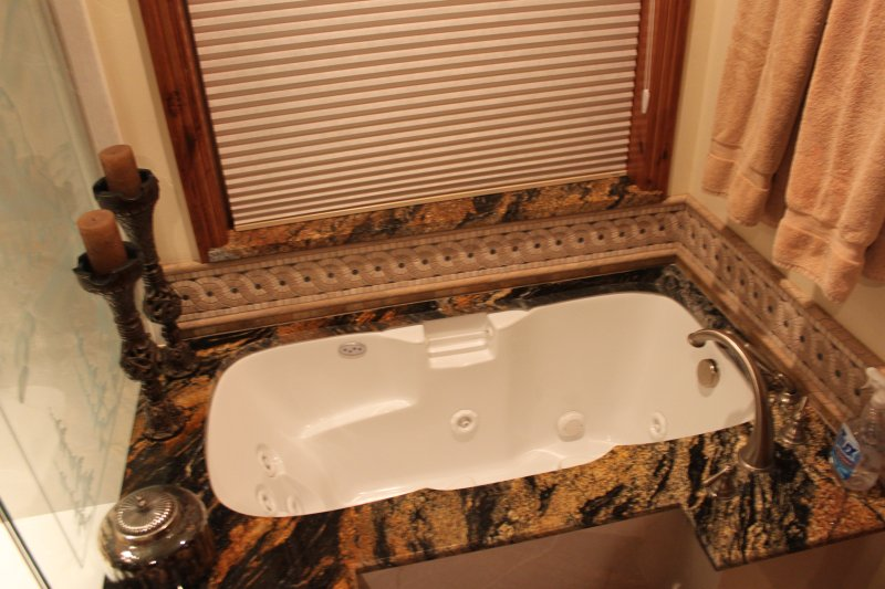 Master bath jetted whirlpool tub