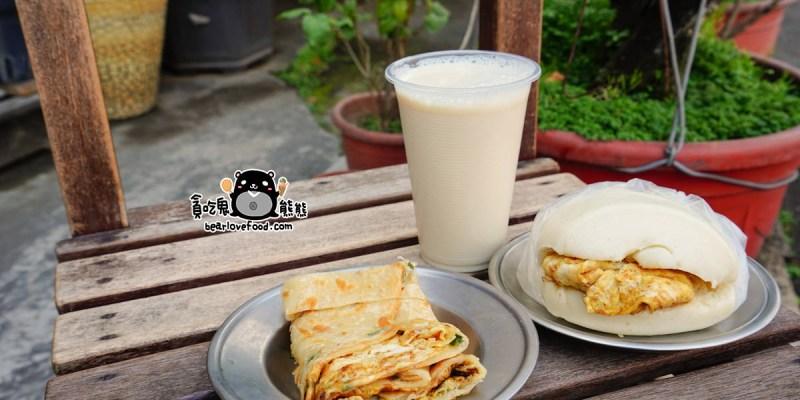 高雄左營早餐 左營衛生所旁無名早餐店,必吃煎到焦香的蛋餅與台灣味饅頭夾蛋