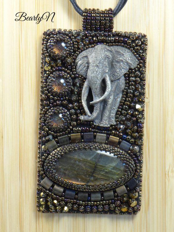 pendentif brodé elephant_BearlyN