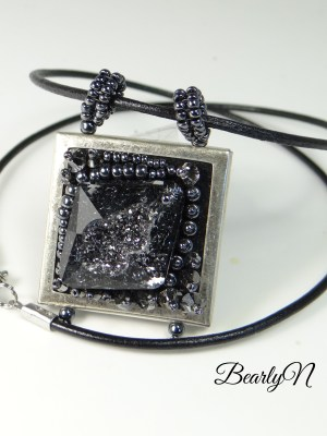 pendentif cristal brodé_BearlyN