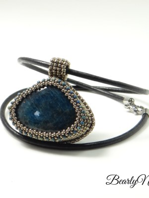 pendentif triangulaire apatite_BearlyN