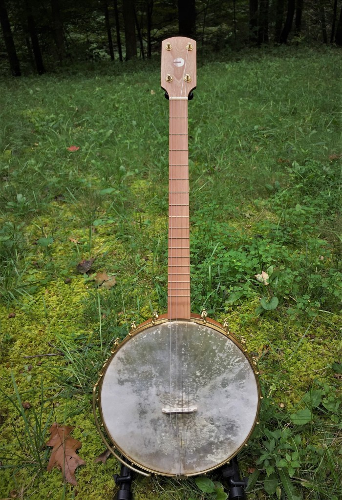 Banjo 017 full front view