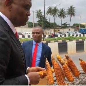 Wizkid Reacts As Billionaire Tony Elumelu Sampling Roasted Corn In Lagos 6