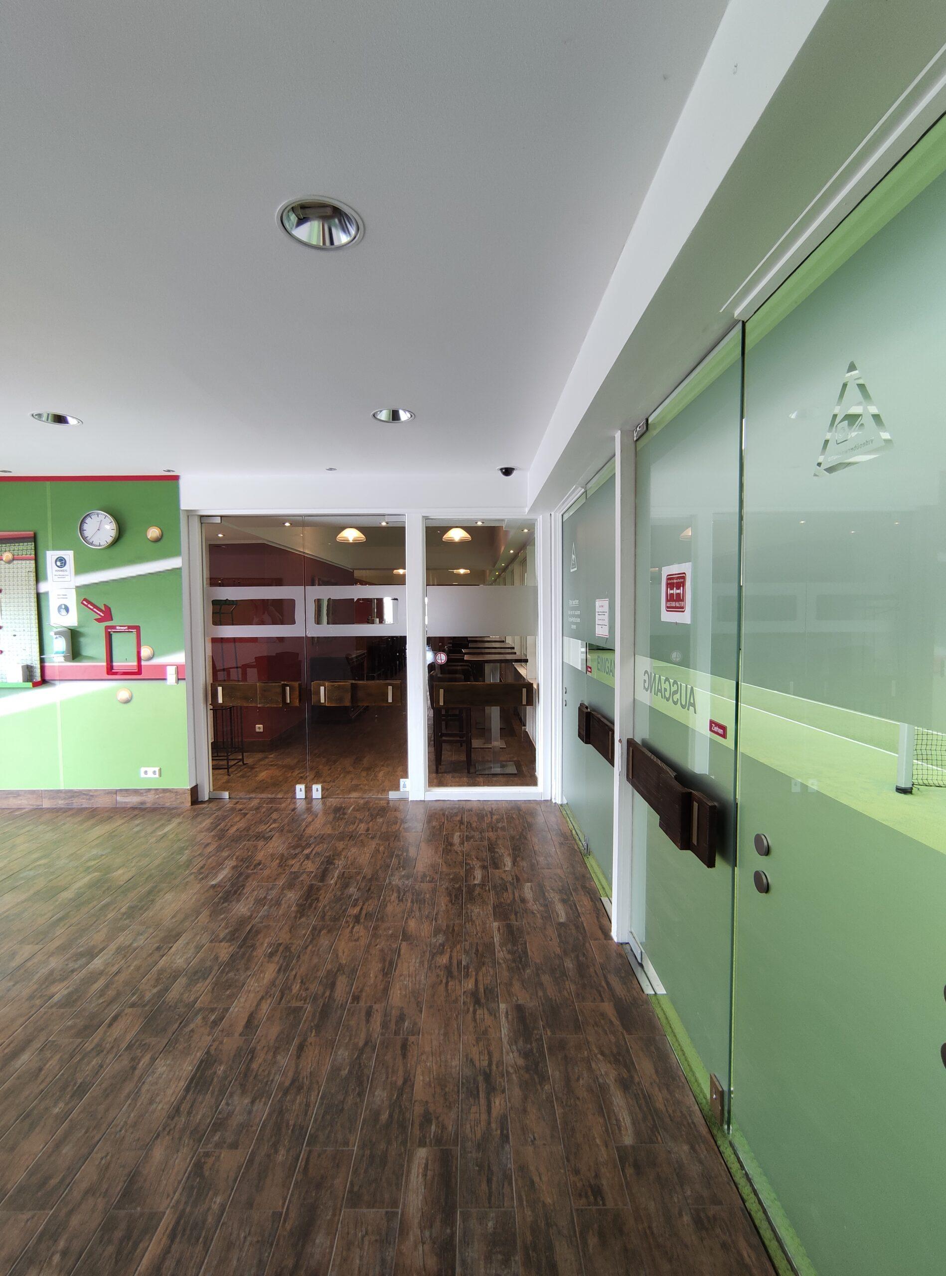 Mike´s Sportsbar Eingang von der Tennishalle Mike´s Sportsbar Siegburg