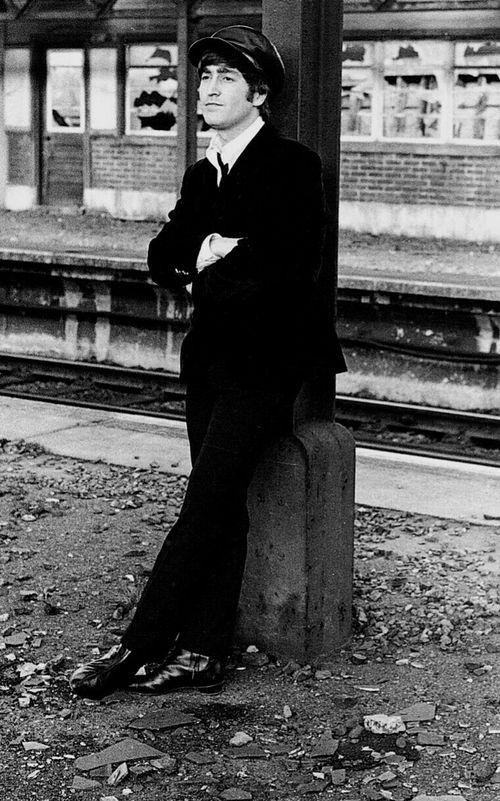 The Beatles On The Train 60 Photos The Beatles