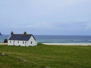 A picture of Kearvaig Bothy by the sea.