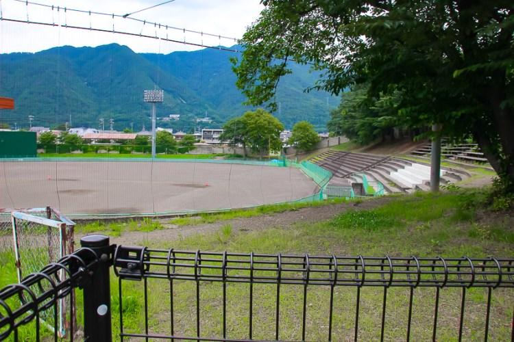 市営野球場。「百間堀」と呼ばれたとても幅広い外堀の跡。