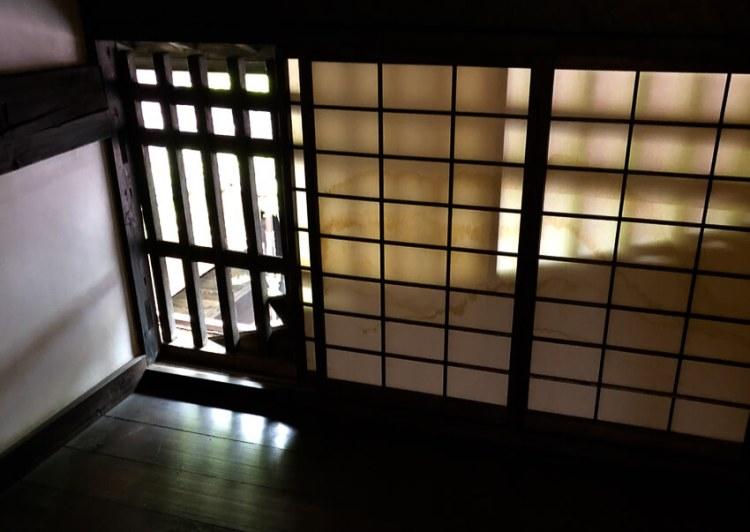 中村邸。漆櫛の商いをしていた中村邸は、奈良井宿の典型的な民家造りの家です。
