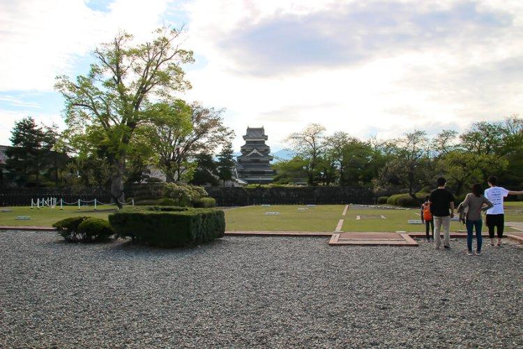 夕暮れの松本城