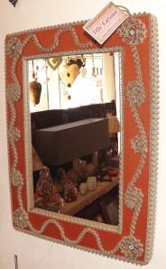 Miroir en dentelle de carton
