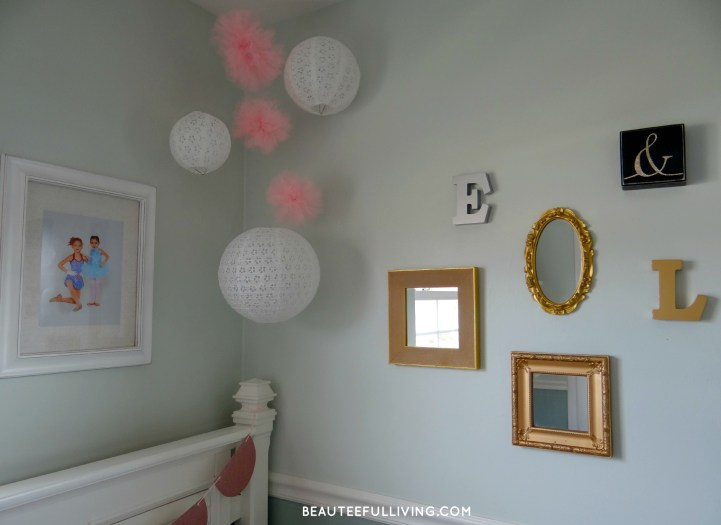 Gallery wall and hanging decor - Beauteeful Living