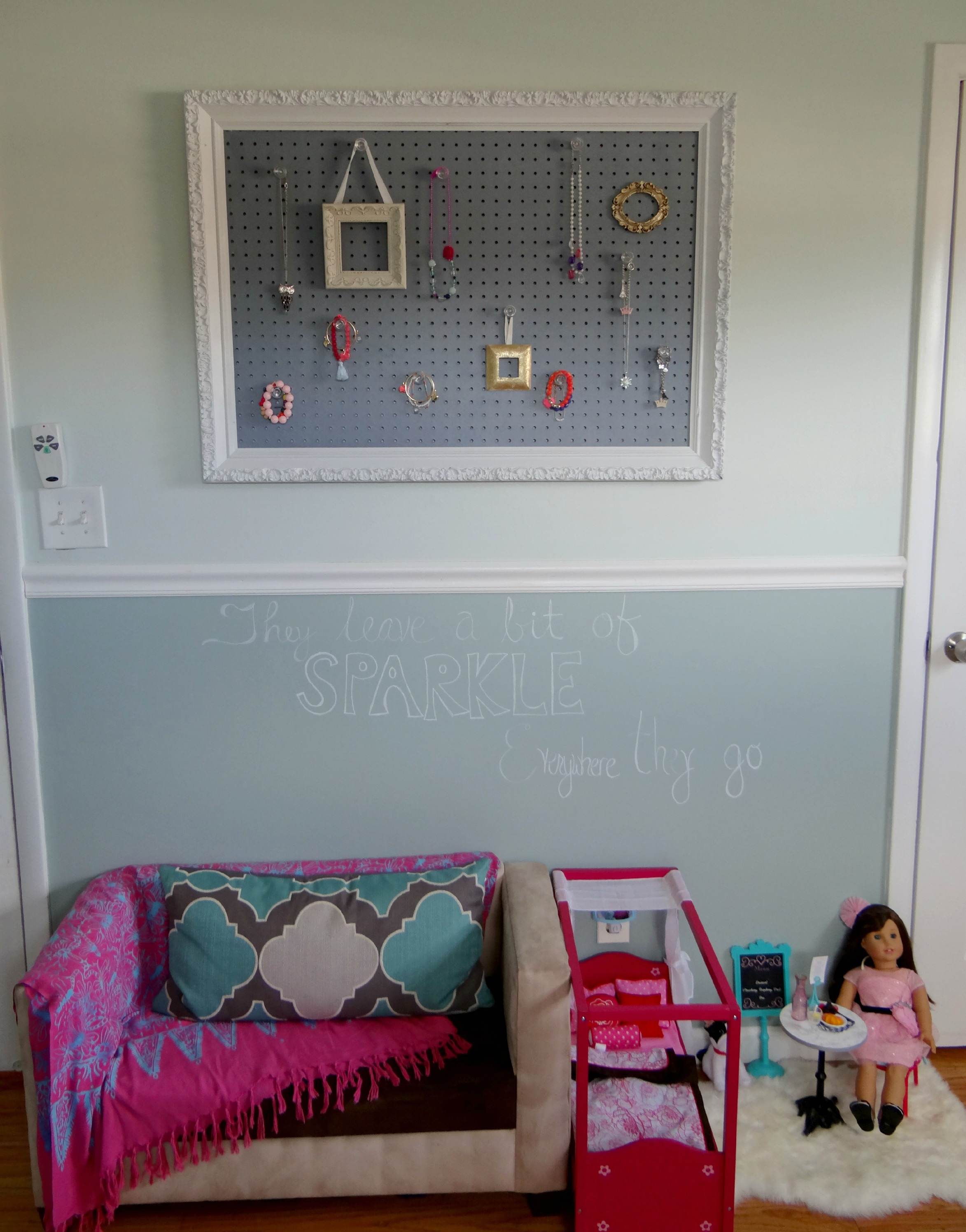 One Room Living Design Girls Room Makeover Final Reveal One Room Challenge