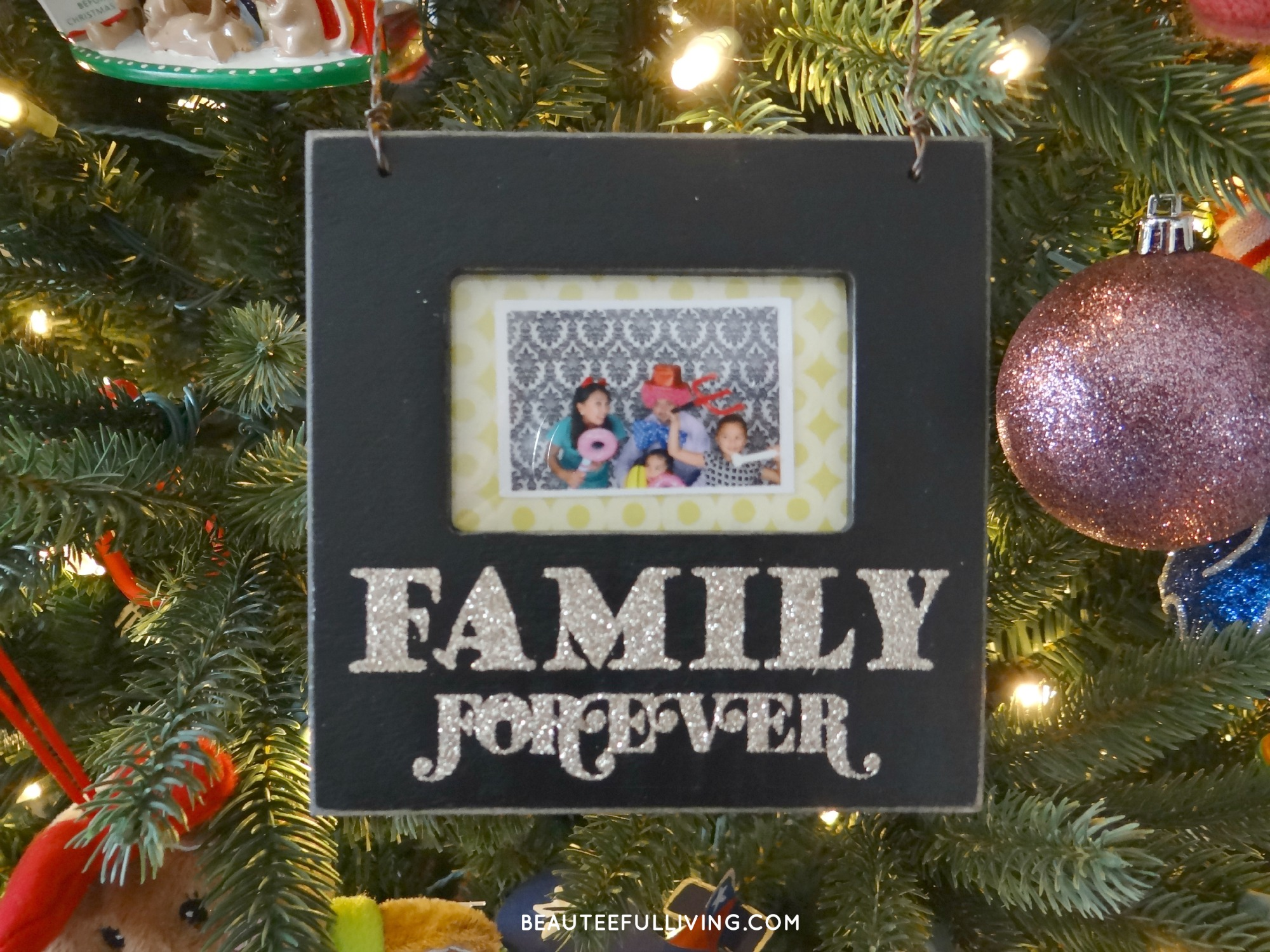 Christmas tree picture frame ornaments - Family Forever Picture Frame Ornament Just A Few Touches To Make Our Living Room Look More Festive