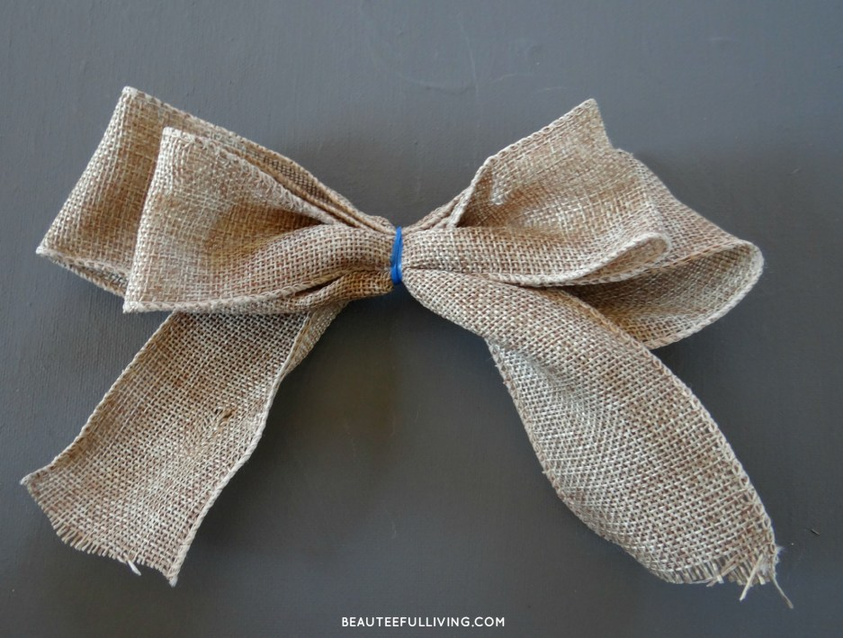 Wrapping bow with tie