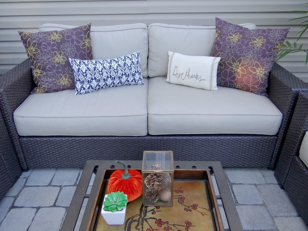 fall-outdoor-seating-beauteeful-living