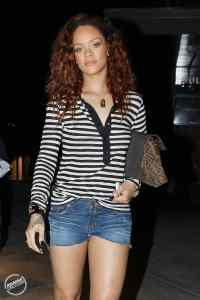 Rihanna Spotted With New Hair Color & Short Shorts ...