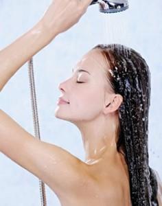 """Résultat de recherche d'images pour """"se laver les cheveux à l'eau trop chaude"""""""