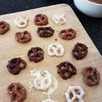 DIY: Chocolate Covered Pretzels - 12 Days Of Christmas DIYs