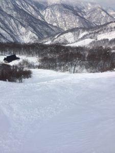IMG 5453 e1465473618518 225x300 - シーズン早くから滑れる奥只見スキー場