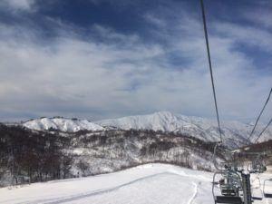 IMG 5455 300x225 - シーズン早くから滑れる奥只見スキー場