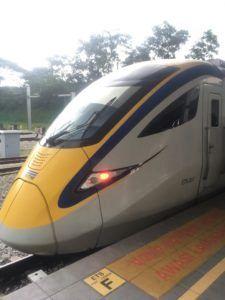 img 1143 225x300 - イミグレーションに失敗し最終の夜行列車を逃す?