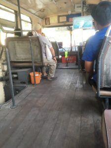img 1250 225x300 - バンコクの無料バスの見分け方