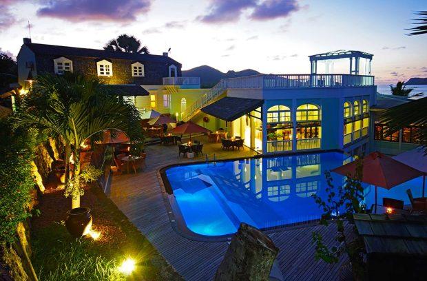 larchipel_restaurant_pool_night_1437641739