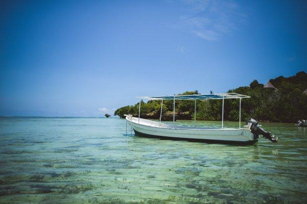 moniquedecaro-kenya-chale-island-106