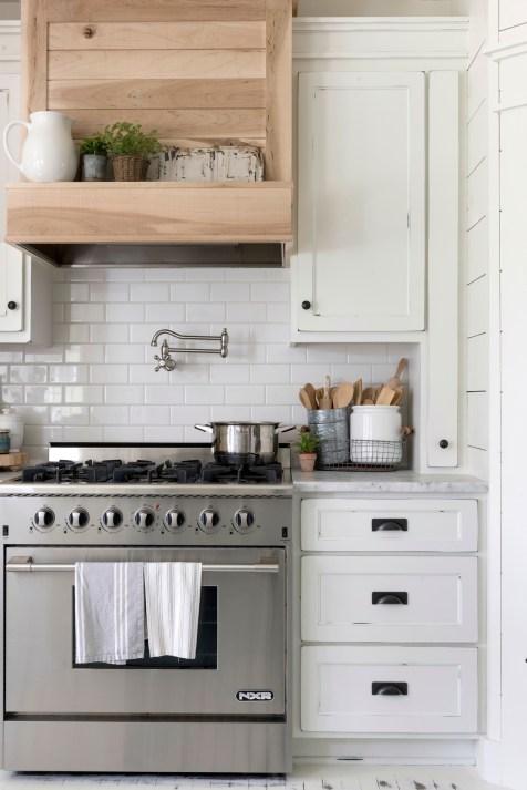 white farmhouse kitchen decor