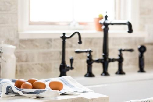 country kitchen farmhouse sink
