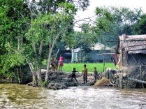 children-playing-at-the-rivers-edge-boat-to-sundarbans-from-mongla-bangladesh-by-anika-mikkelson-miss-maps-www-missmaps-com