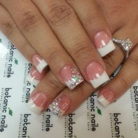 5 French Tip Nail Designs for Short Nails
