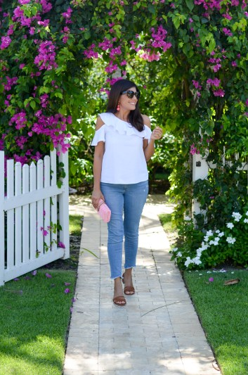 Lifestyle Blogger, Desiree of Beautifully Seaside, shares her thoughts on aging and what skincare she uses in today's beauty post.