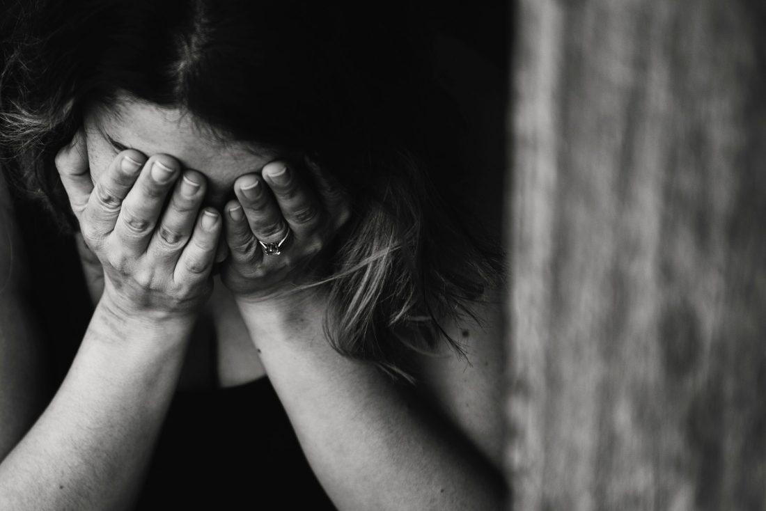 Depressão é uma doença que causa queda de cabelo