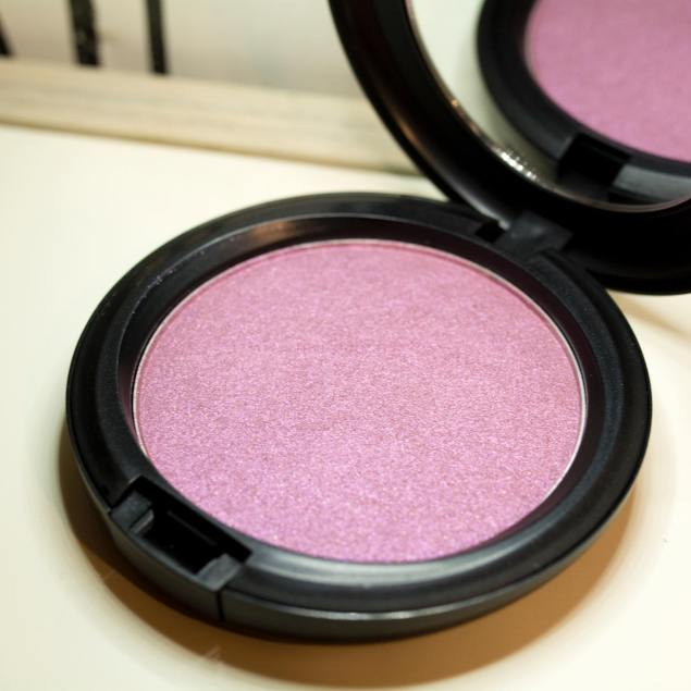 MACCOSMETICS IRIDESCENT POWDER JUSTINE SKYE