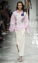 Cette blouse est très printanière