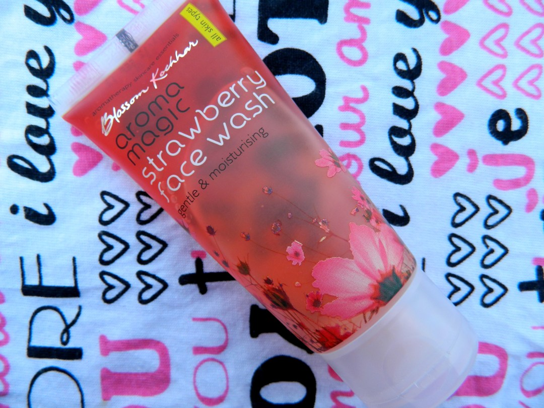 Aroma Magic Strawberry Face Wash Review
